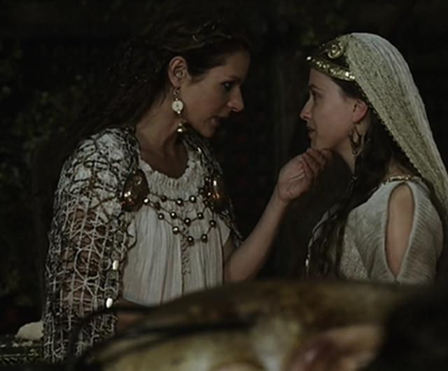 Siggy and Thyri #Vikings Season 1 I love Thyri's wedding ensemble! I just wish there were more pictures.