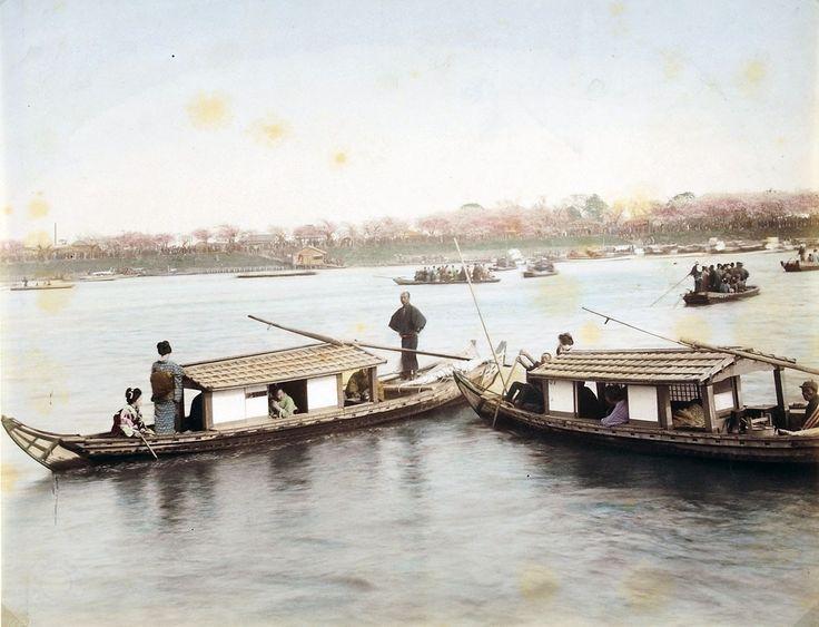 Bootsgesellschaften während der Kirschblüte | 1890-1910 | Museum für Kunst und Gewerbe Hamburg | CC0