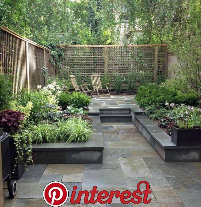 Beautiful Small Courtyard Gardens That You Definitely Want To Have Beautiful Small Courtyard Garden Small Garden Fence Small Patio Garden Patio Garden Design