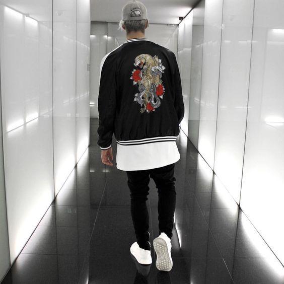 Jaqueta Masculina Bordada. Macho Moda - Blog de Moda Masculina: Jaqueta Bordada Masculina, você usaria? Moda Masculina, Roupa de Homem, Inverno 2017, Roupa de Homem Inverno 2017, Moda para Homens, Jaqueta Bomber Masculina, Camiseta Longline, Calça Skinny, Adidas NMD