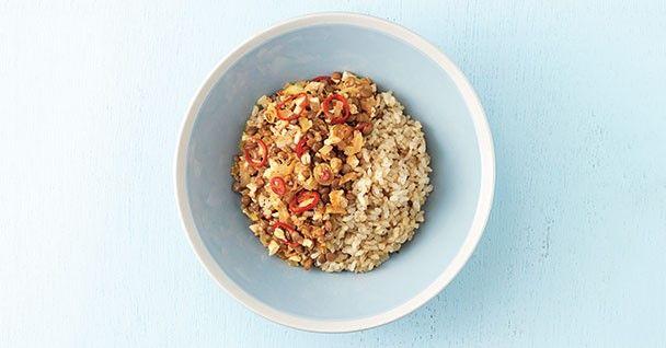 [렌틸콩 마파소스 덮밥] 염도가 높은 두반장대신 된장, 고추장으로 만든 마파소스덮밥입니다. 단백질과 식이섬유가 풍부한 렌틸콩을 넣어 더욱 건강하게 즐길 수 있죠.