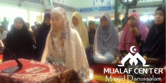 Allahuakbar ! Aktivis Gereja Ikrar Syahadat di Masjid Darussalam Kota Wisata Cibubur