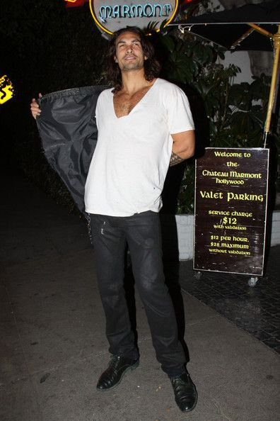 """Jason Momoa Photos Photos - EXCLUSIVE Burly model Jason Momoa, who has just been cast in """"Conan the Barbarian,"""" leaves Chateau Marmont. Jason's wife Lisa Bonet was still inside the hotel. The pair had met up with Lisa's daughter Zoe and her father (Lisa's ex- husband) musician Lenny Kravitz. - Jason Momoa Leaves Chateau Marmont"""