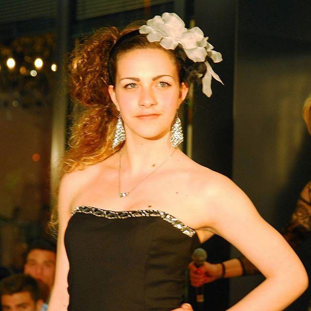 Fiori in seta nei capelli... tutti rigorosamente  fatti artiginalmente! #livorno #hatsummer #Toscana #tuscany #moda #ragazza #amicizia #estate #vacanze #bellezza #capelli #instaitalia #instaitaly_photo #instaitalian #fascinator #instagood #instadaily #instalike #madeinitaly #arte #artigianato #artigian