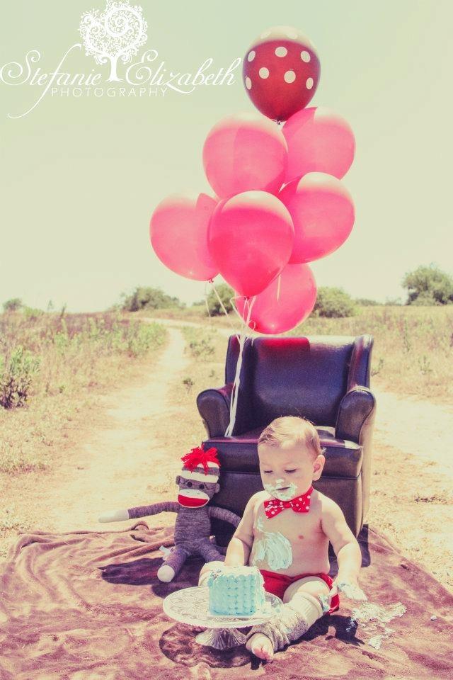 1st birthday, cake smash, little boy, canon 7d, photoshoot, sock monkey