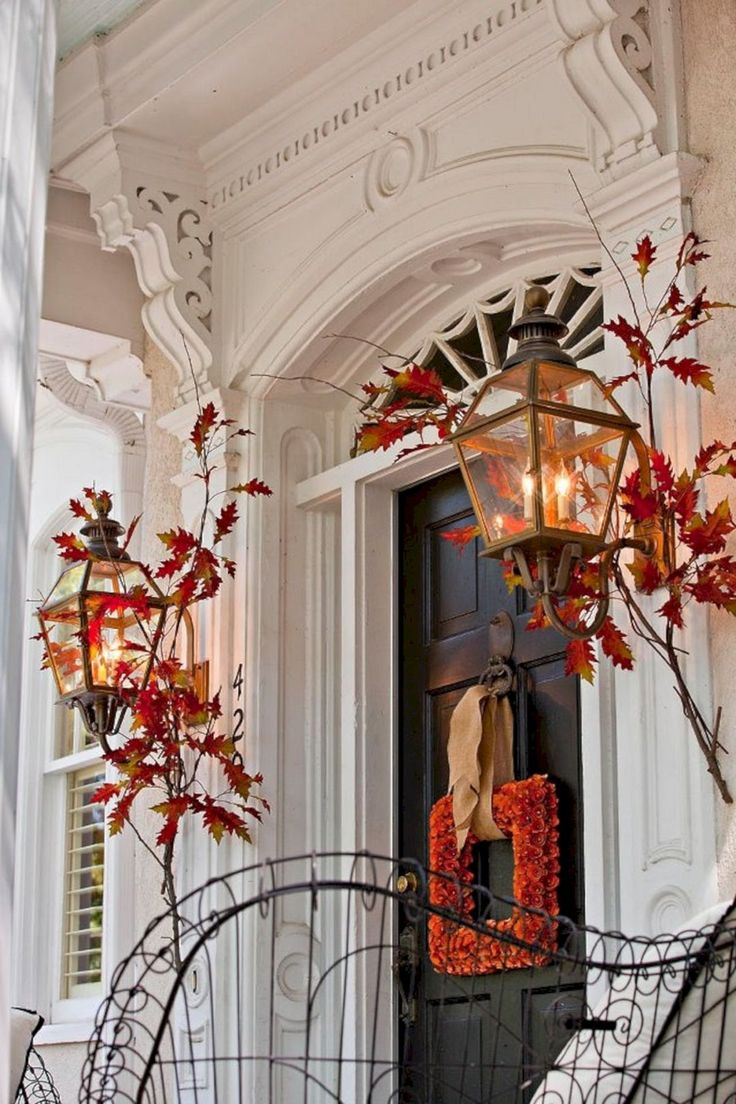 Astounding Best And Most Beautiful Fall Front Door Decorating Ideas (35+ Best Pictures) http://goodsgn.com/design-decorating/best-and-most-beautiful-fall-front-door-decorating-ideas-35-best-pictures/