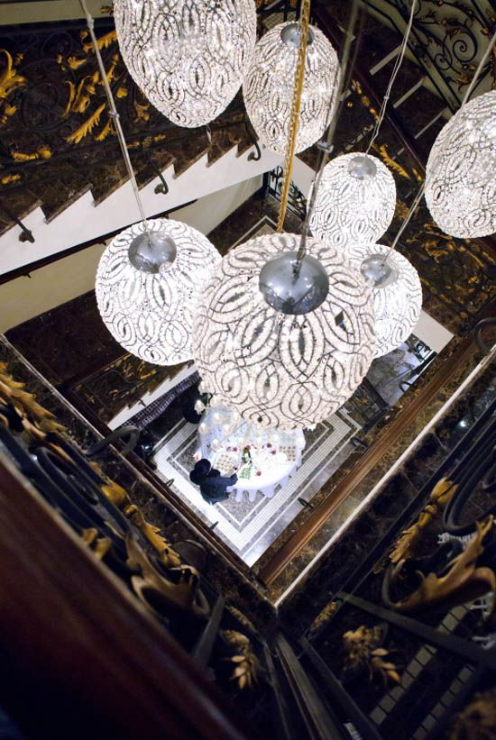 It's raining Eggs...a rain of light... - Arabesque Egg 75 pendant lamp by VG ▶️ www.vgnewtrend.it/en/lighting/pendants-chandeliers/arabesque-egg-75 - #italian #luxury #interior #design #homedecor #homedesign #lighting #lamps #chandelier #pendants #italianstyle #luxuryliving #interiordesign #architect #designer #luxuryinteriordesign #dubai #india #russia #moscow