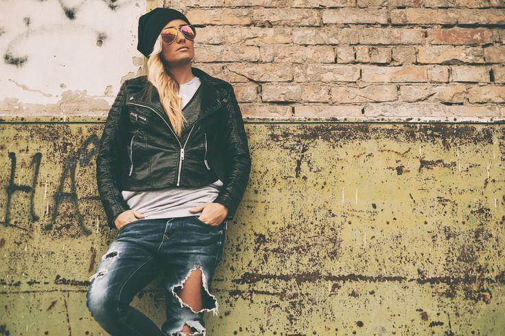 Blonde girl urban portrait by Thomas Zsebok on 500px