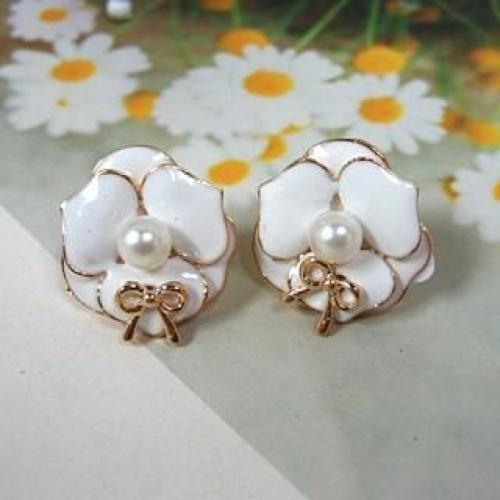 Flower Earrings White - One Size