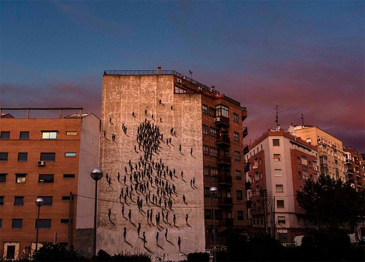 近くで見ると適当なのに、遠目に見ると素晴らしい。Suso33がビル壁面に描いたスプレーペイントアート