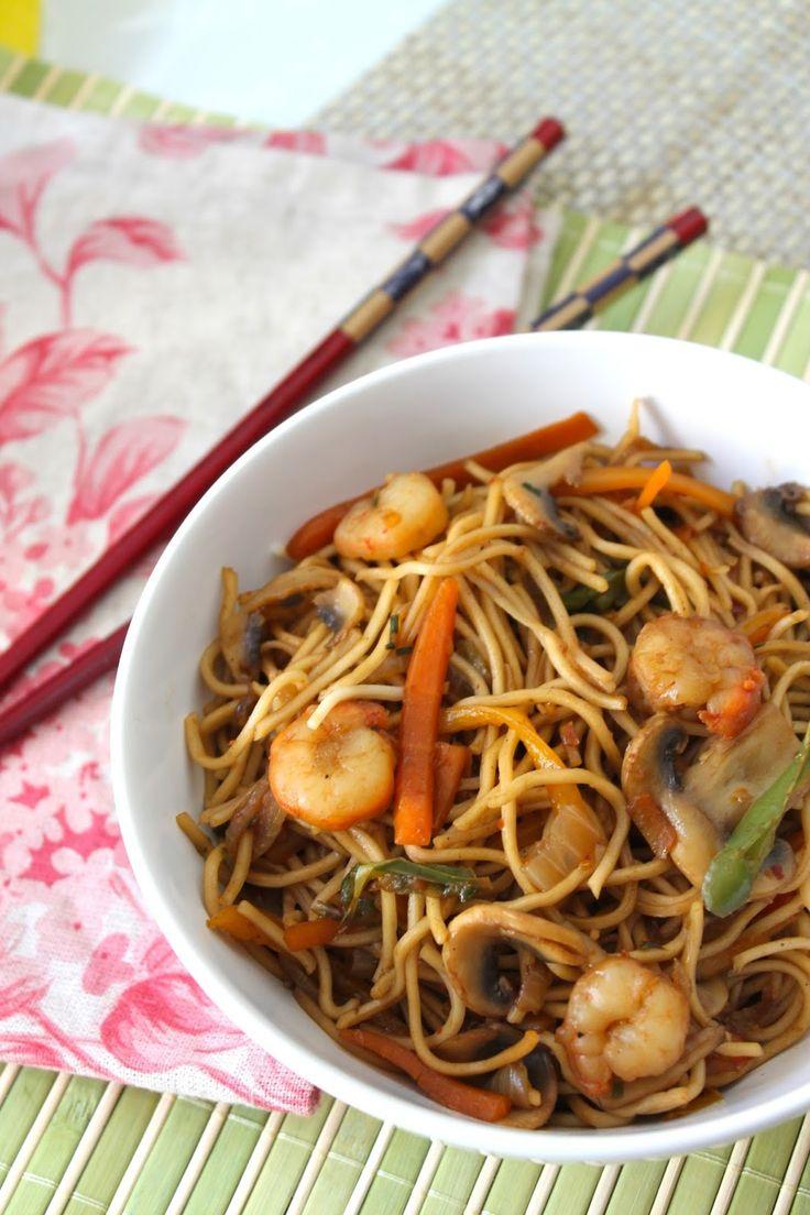 wok de fideos chinos con gambas Chow mein Noodles.Muy fácil