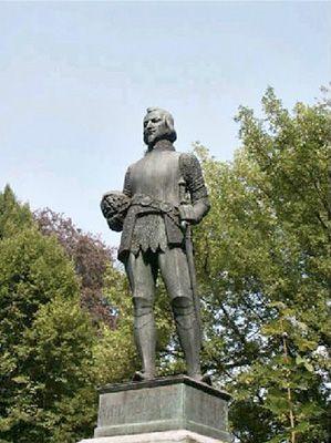Standbeeld van Sir Philip Sidney, leider van de Engelse troepen die de Nederlanders hielpen in de Slag bij Zutphen in de Tachtigjarige Oorlog (1586). Opgericht aan de Coehoornsingel in Zutphen in 1913. Beeldhouwer Gustaaf van Kalken.