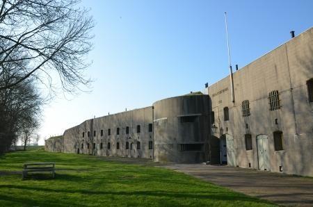 Oneindig Noord Holland / Fort bij Spijkerboor: groots en zwaar bewapend fort van de Stelling