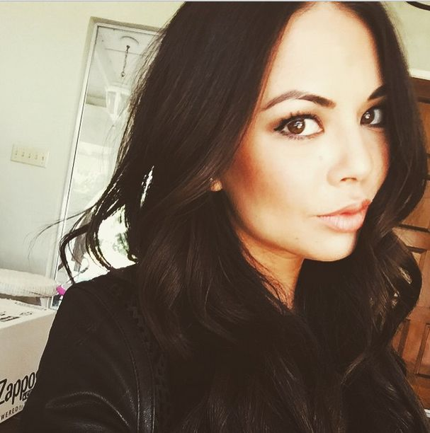 Janel rocking the natural look.   Pretty Little Liars