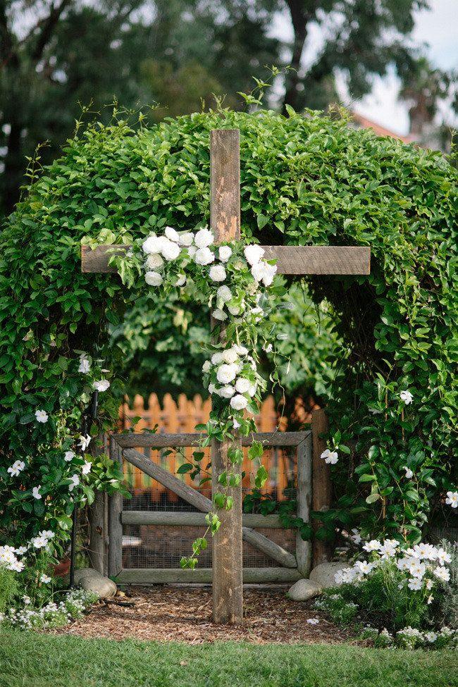 Flores para el altar  Photography By / http://troygrover.com,Wedding Coordination By / http://beforeidoevents.com