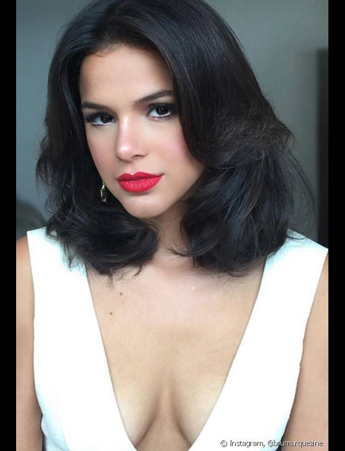 Inspire-se nas famosas para estilizar seus cabelos médios