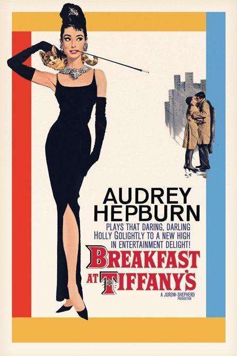 plakat będący afiszem zapowiadającym film Śniadanie u Tiffany'ego na którym widzimy Audrey Hepburn na różowym tle w czarnej wieczorowej sukni, w długich rękawiczkach a całości dopełnia piękna biżuteria. Prawą ręką podtrzymuje brązowo - beżowego kota, którego trzyma na szyi .W lewej ręce trzyma cygaretkę