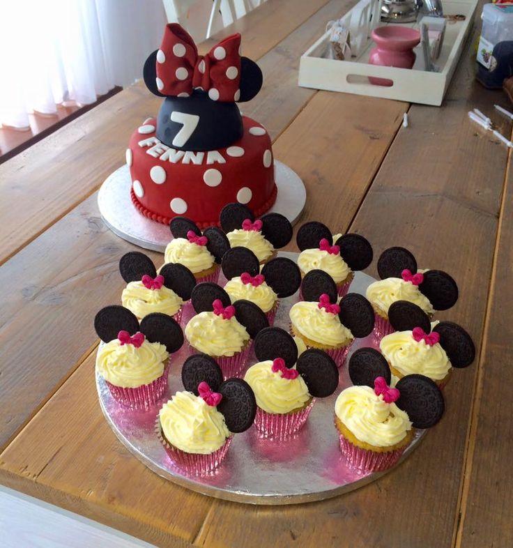 A lovely Minnie Mouse cake for my granddougthers 7th birthday. Een lieve Minnie Mouse taart voor de 7de verjaardag van mijn kleindochter!
