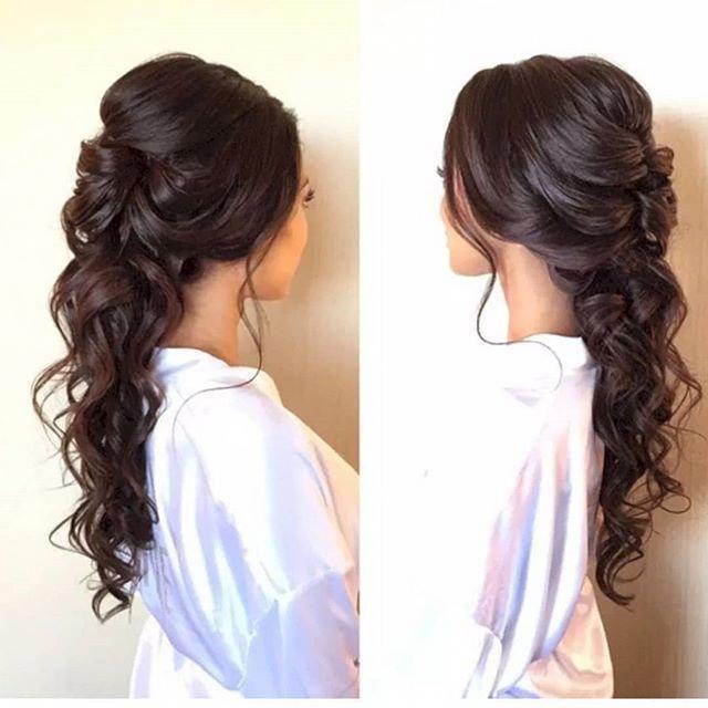 Sprechen wir über Stile für Maui und den Windfaktor! Dies ist eine tolle Stilart für eine Hochzeit im Freien. Dies ist ein großartiger Look, so dass Ihr Haar nicht überall weht und es immer noch eine Boho-Atmosphäre hat! #promhairstylesalldown