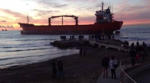 Toscana: #Nave #incagliata via alla rimozione i rimorchiatori lavorano tra le onde nella notte / FOTO / VIDEO (link: http://ift.tt/2jQAUpJ )