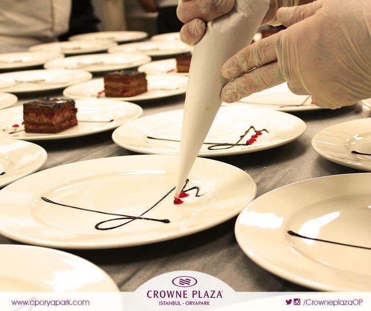 Düğün menümüzdeki frambuazlı pasta size ulaşana kadar oldukça detaylı bir yapım aşamasından geçiyor :) #crowneplazaoryapark #cporyapark #crowneplaza #düğün #pasta #düğünpastası #düğünmekanı #otel #düğünmenüsü #tatlı