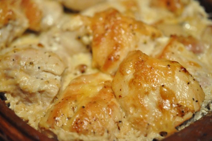 Rømertopfen fyldes med kyllingebryst, bacon, ost, fløde, porrer og majs. Skønt med mad der kan lave sig selv. :-)