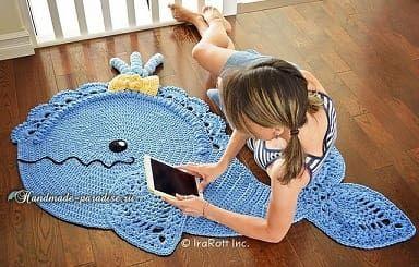 Дельфин - коврик крючком для ванной комнаты. Схема вязания коврика для украшения интерьера ванной. Коврик-дельфин можно также связать в детскую комнату