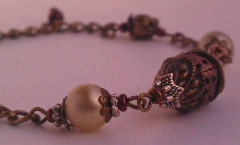 Barokk pompa extravagáns karkötő fém gyöngykupakokkal és teklával, Ékszer, óra, Karkötő, Meska