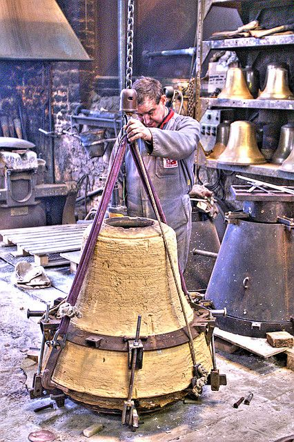 épinglé par ❃❀CM❁✿Bell Foundry in Villedieu Les Poeles ~ A town in Normandy. It is traditionally a centre of metal-work, especially the brass and copper pans and basins from which the poêles in its name derives