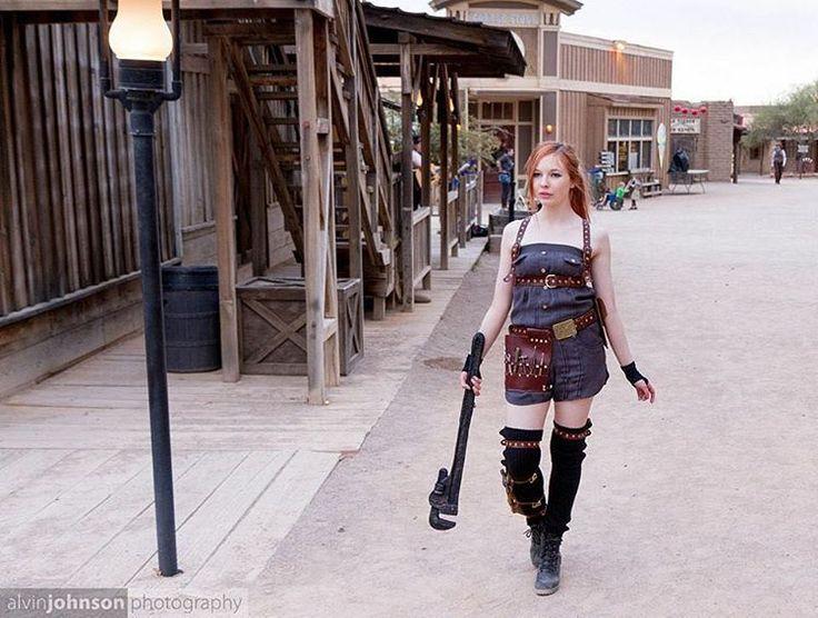 Давайте оторваться от западного, не так ли?  Вот новое мое механическое снаряжение!  Мне было очень весело с этим.  :) Предоставлено Элвином Джонсоном Фотография #steampunk #model #modeling #beauty #fashion #mechanic #sexy #redhead #convention #makeup ...