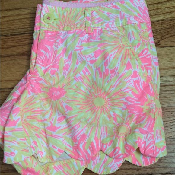 Lilly Pulitzer size 4 scalloped shorts Worn a few timeS. Great condition!!!! Lilly Pulitzer Shorts