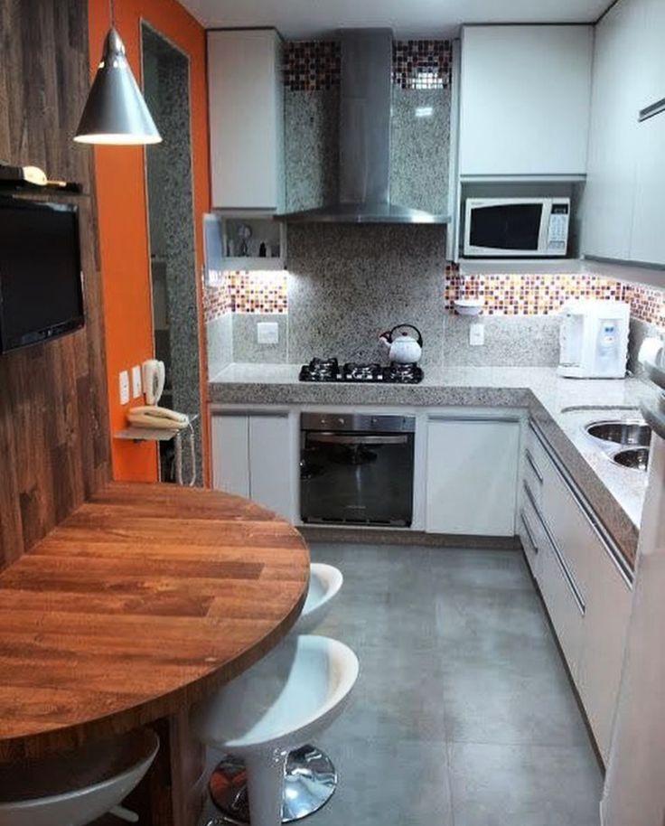 Mesa ovalada para la cocina y ahorrar espacio