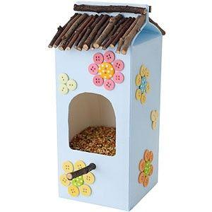! Un caja de leche es perfecta para decorar la casita de un pajaro en primavera!!