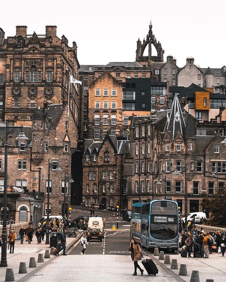 Spectacular Street Photos in Edinburgh by Ian G Black