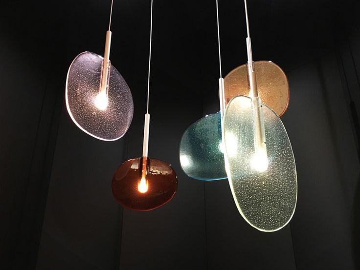 ガラス製品で有名なチェコのメーカーLASVITがミラノデザインウィークで披露した新作照明LOLLIPOP。ロリポップとは棒付きキャンディの事。特殊な職人技...