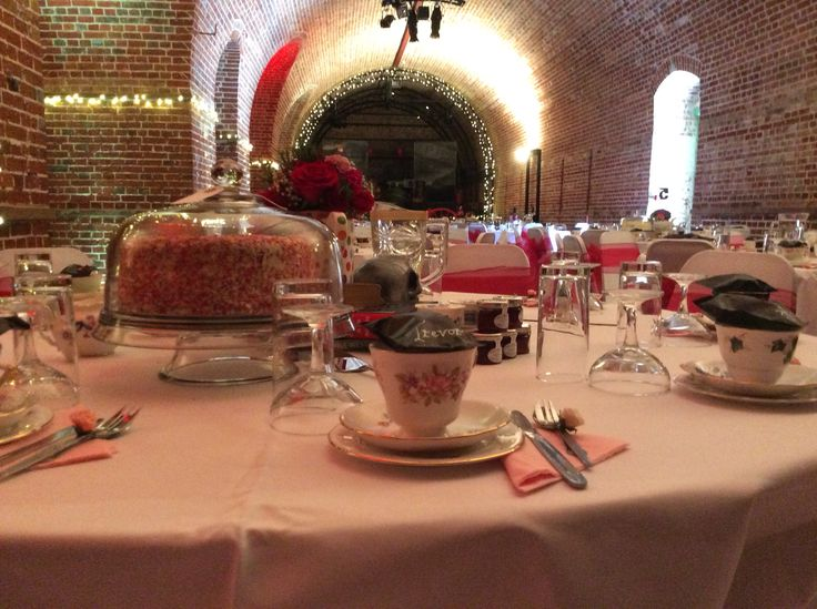 Red and pink wedding reception with afternoon tea and amazing cakes @explosionmuseum