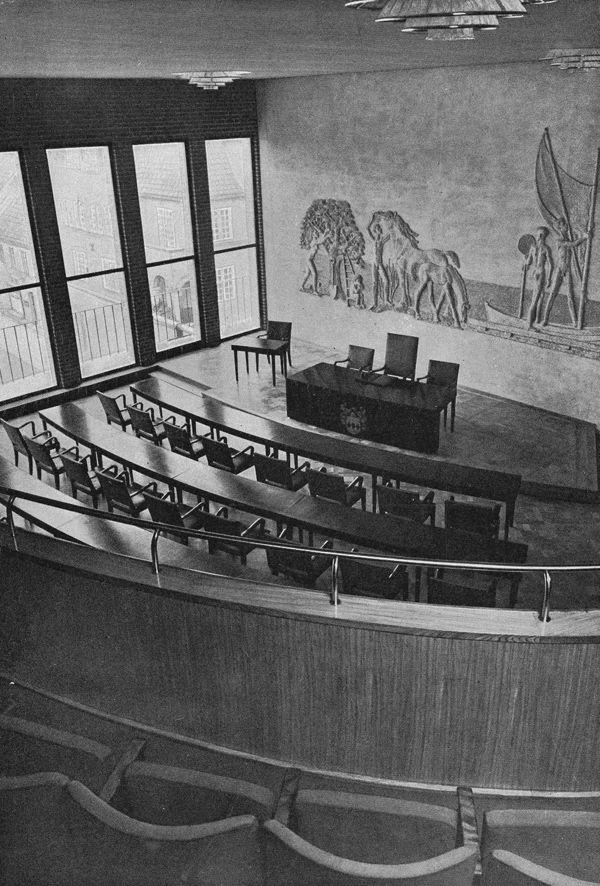 Ahlbom & Sterner: Halmstads rådhus – stadsfullmäktiges sessionssal