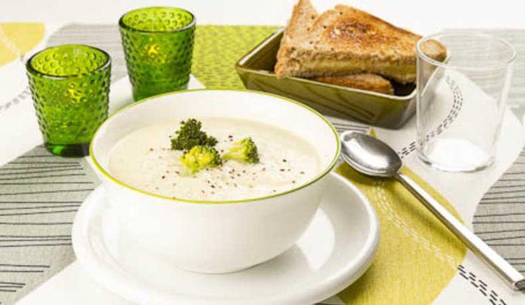 Lyxa till det med en krämig och matig soppa. Funkar även toppen med broccoli och kan fyllas ut med lite potatis. Servera med en osttoast eller annat bröd.