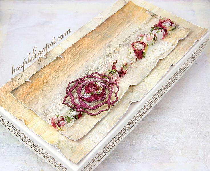 Witajcie :)   Dziś pokażę komplet - kartkę i pudełko.   Na kartce znalazły się bukiety ręcznie wykonanych róż.    Pudełko kremowe z Latarni ...