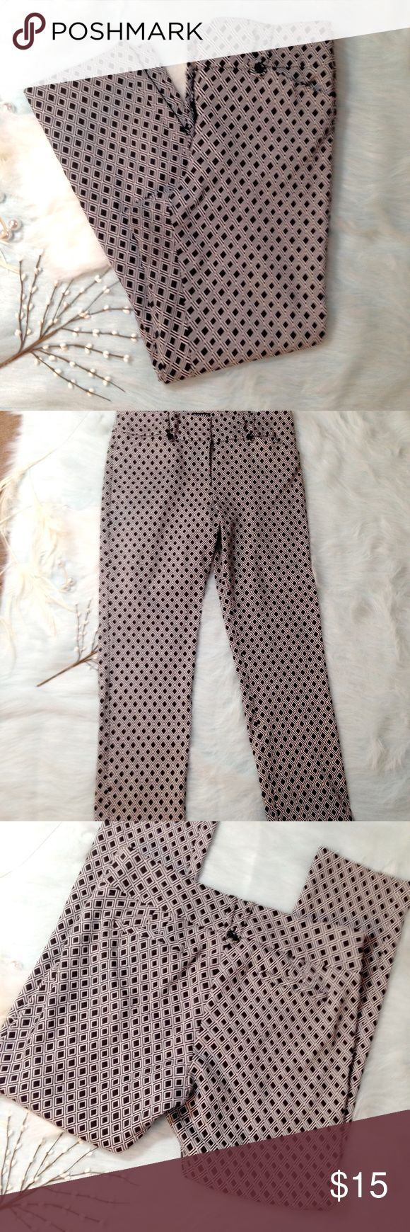 """B&W Diamond Pattern Sz 10 Capri Trouser Pants Super cool SOHO Apparel Ltd Sz 10 Trouser Pants. Double belt loops, welt back pockets. Good used condition. Some wear on the inseam and inside button is missing (center fly clasp in tact). 46% polyester 38% rayon 12% Nylon 4% spandex.  Super comfortable. 34"""" waist. 37"""" Length. 27 1/2"""" inseam Soho Apparel Pants Straight Leg"""