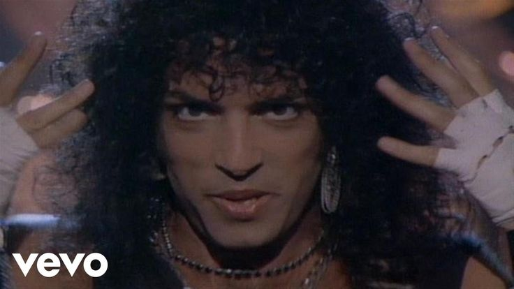Kiss - Heaven's On Fire #KISS Music video by Kiss performing Heaven's On Fire. (C) 1984 The Island Def Jam Music Group