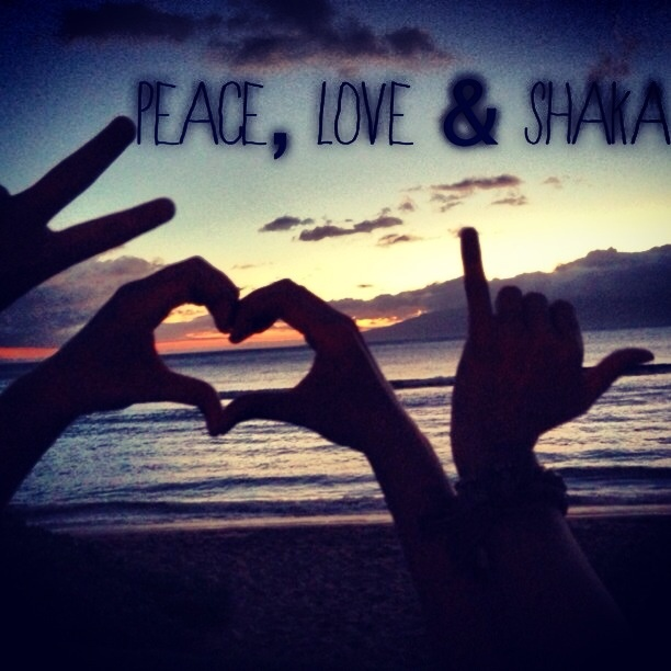 Peaceful Places In Hawaii: Peace, Love & Shaka Picture With Best Friends In Hawaii