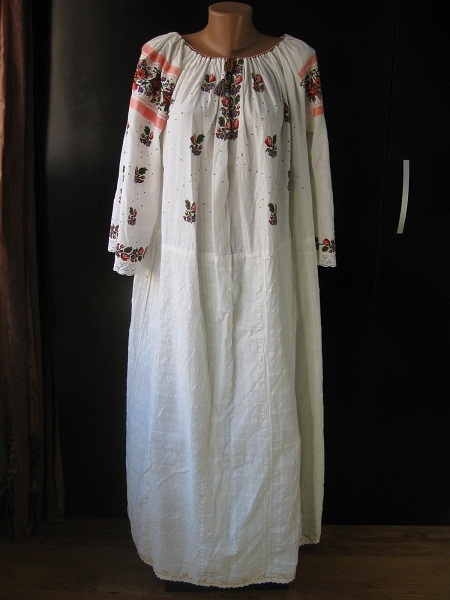 Rich embroidery romanian woman peasant tunic VINTAGE | Flickr - Photo Sharing!