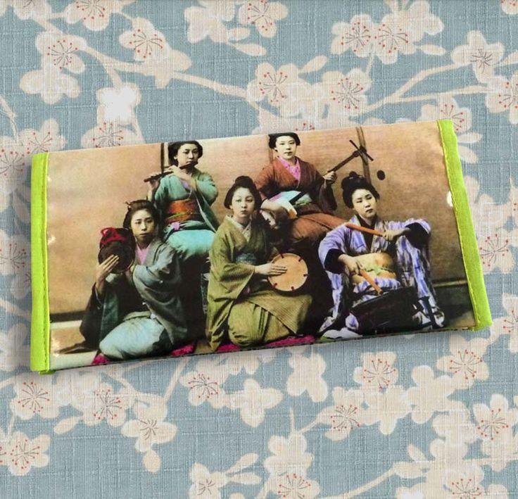 Porte chéquier femme original rétro Japon Musiciennes en toile vinyle imprimée de la boutique rougemadras sur Etsy