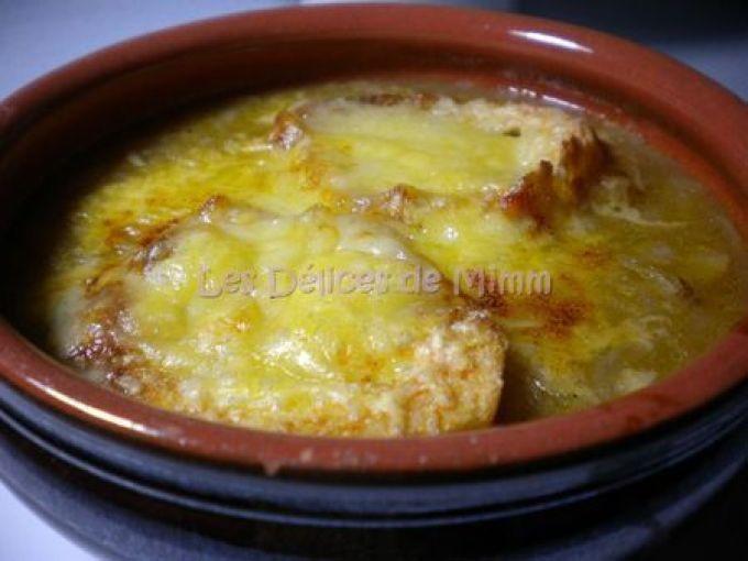 Recette Entrée : Soupe à l'oignon gratinée au comté par Mimm10