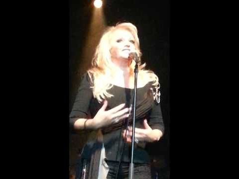 ▶ Bonnie Tyler in Cape Town - YouTube #2013