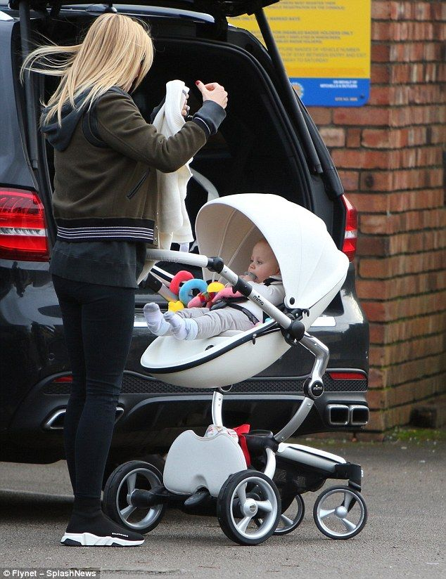 ALEX G - 12/14/2017  OUT & ABOUT WITH BABY LIO