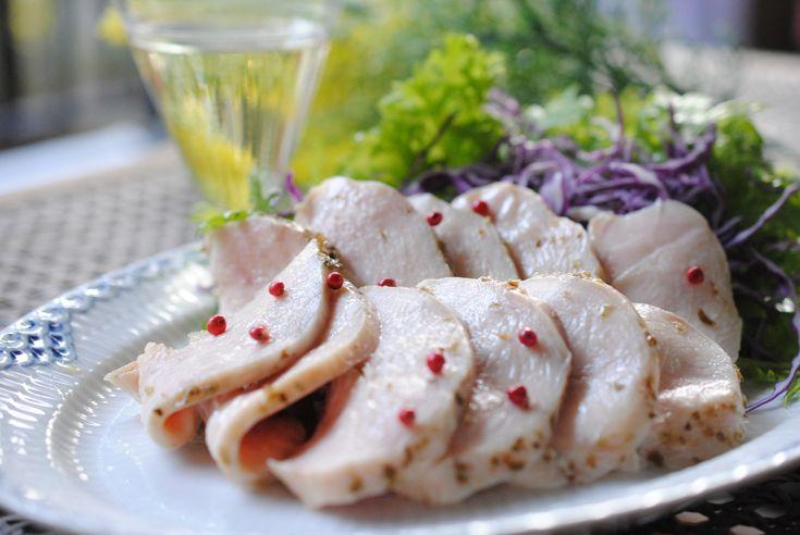 超簡単しっとりびっくりジューシー鶏ハム by NAO / 思い立ったらすぐに美味しい鶏ハムが食べたい!!と炊飯器の保温機能を使った低温調理を考案!!お鍋で作っていた時の10倍!!いえ100倍簡単でおいしい~お友達にも大人気のレシピになりました。 / Nadia
