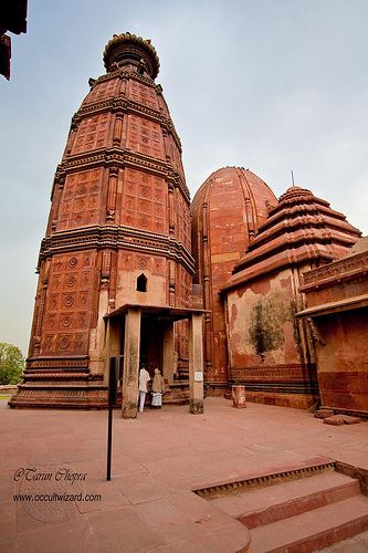 Madana Mohana Temple located near the Kali Ghat and was built by Kapur Ram Das of Multan.  This is the oldest temple in Vrindavan, Uttar Pradesh, India.  Vrindavan is considered to be a holy place by all traditions of Hinduism.  Photo: flickr.com/photos/TarunChopra