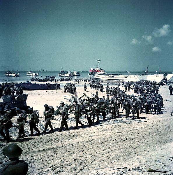 Soldats canadiens sur Juno Beach, débarquement de Normandie du 6 juin 1944